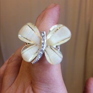 Jewelry - 🔥3 For $20.00🔥 ButterflyRing Pearly/off white